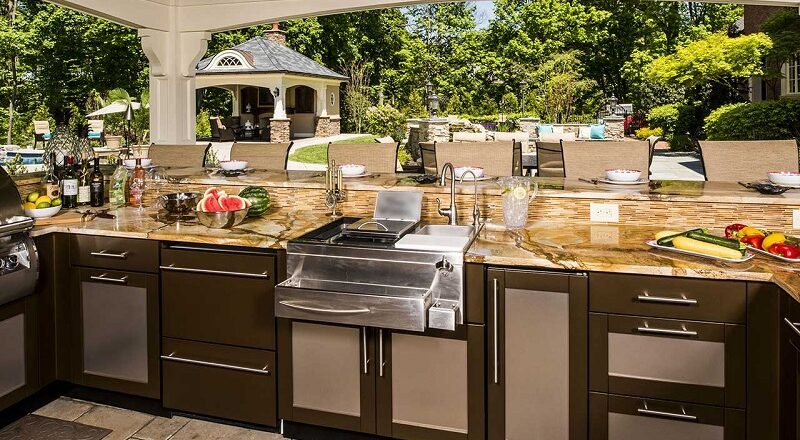 Choose Your Options for the Outdoor Kitchens