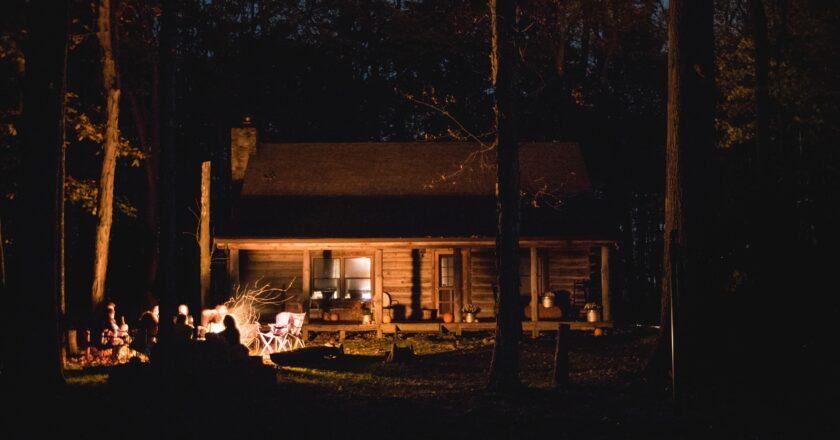 4 Reasons to Hire Pole Barn Contractors