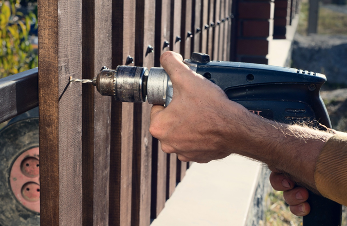 Why You Should Never Fix a Broken Fence on Your Own
